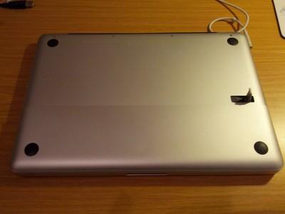 MacBook Akku Deckel öffnen