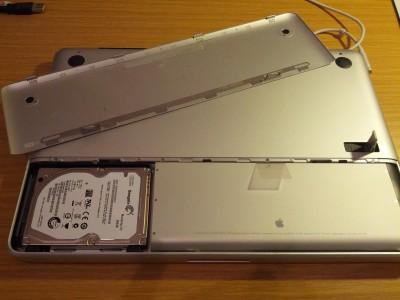 MacBook Unterseite offen HDD einbauen