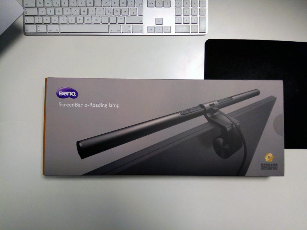 Unboxing der BenQ Screenbar LED Lampe – Vorderseite