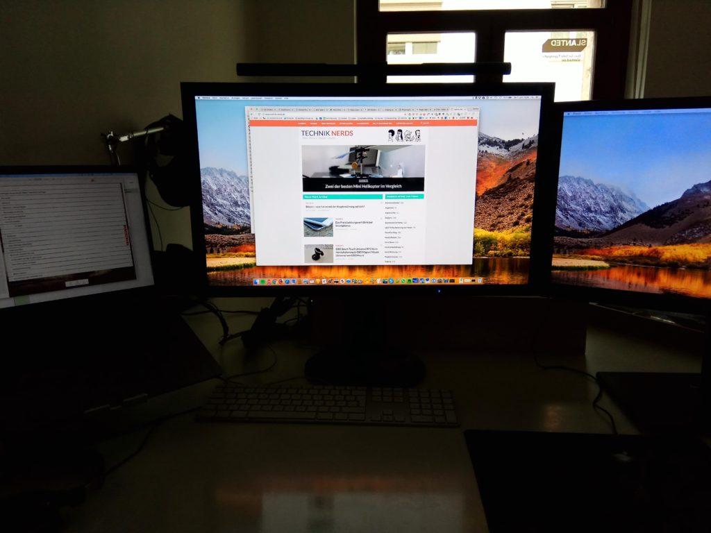 BenQ Screenbar ist gerade aus aber am Monitor verortet